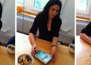 """Dana Grigorcea signiert """"Das primäre Gefühl der Schuldlosigkeit"""" beim Dörlemann Verlag; Zürich liest 2015; Foto: Bettina Schnerr"""