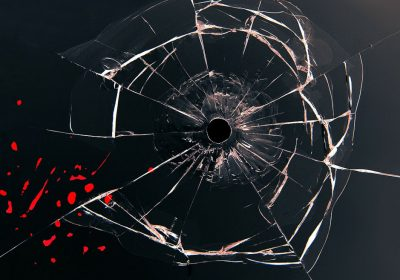 Glasscheibe mit Einschussloch; Foto: Stux (pixabay)