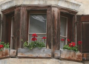 Fensterdetail in Guarda; Foto: Bettina Schnerr
