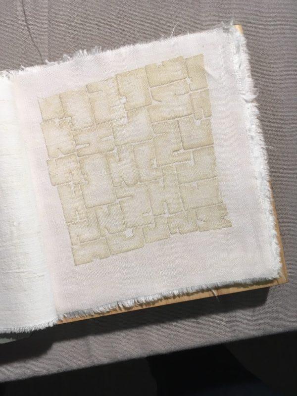 """""""Papier und was"""" im Bodmanhaus; Künstlerin: Edith Schmid; Foto: Bettina Schnerr"""