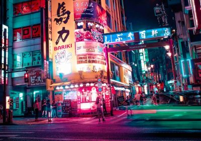 Hyakkendana bei Nacht, Shibuya. Foto: Alex Knight, unsplash