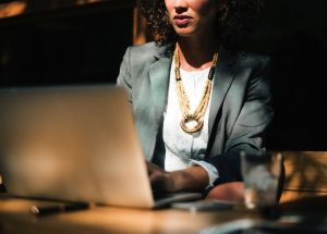 Titelbild: Bleisatz zählt Frauen; Foto: Rawpixel, usplash